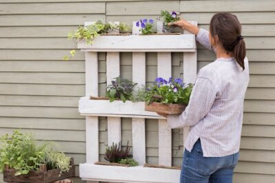 garden for less - Woman planting Violas into pallet